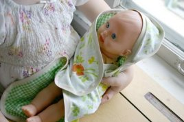 hooded-doll-blanket